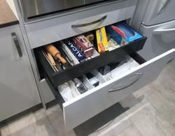 Metal-box-construction drawers with dividers